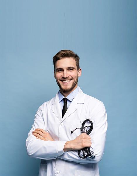Personalvermittlung Ärzte – Ärztin im weißen Arztkittel